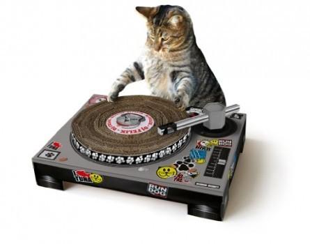 Suck-UK-Cat-Scratching-DJ-Deck-0